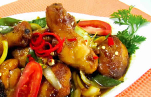 Membuat Ayam Kecap Manis Pedas Istimewa