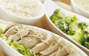 Cara Membuat Nasi Ayam Hainan Ala Tionghoa, Lembut Kaldunya Sangat Mantap
