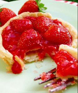 Membuat Kue Strawberry Cheese Pie