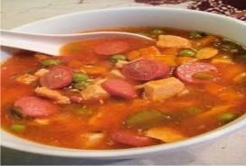 Membuat Sop Merah Tomat Segar Pedas